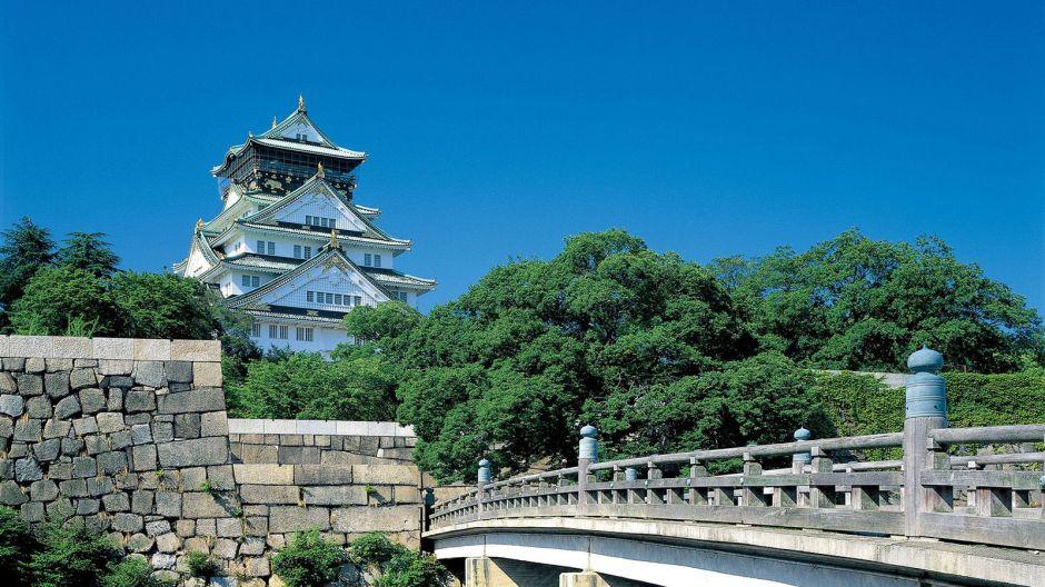 Osaka-Castle-1600-x-900